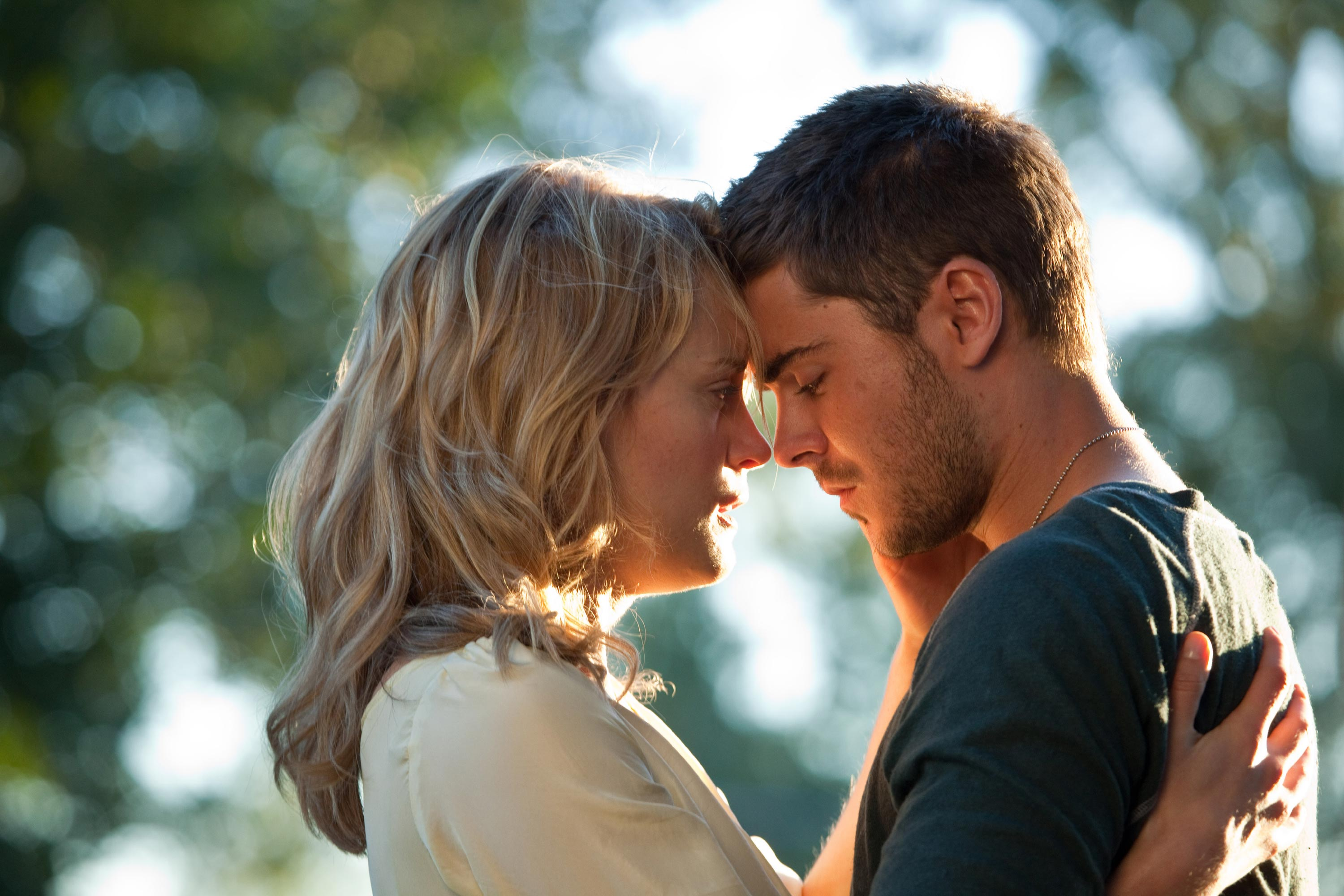 zac-efron-and-taylor-schilling-the-lucky-one.jpg